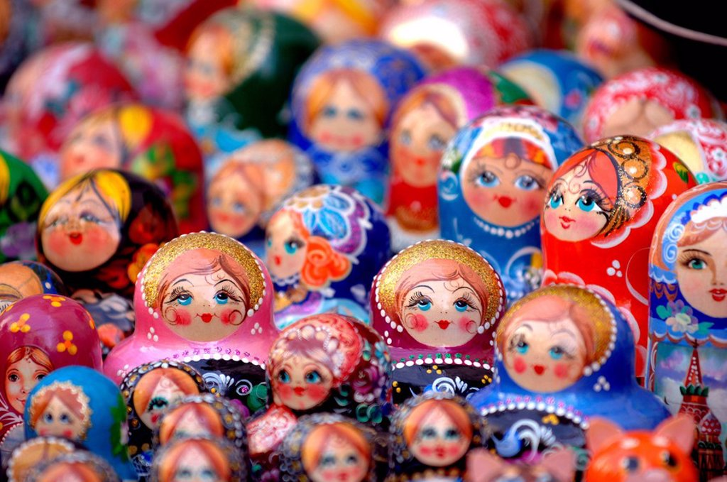 Stock Photo: 1841-16425 Close_up of Russian nesting dolls