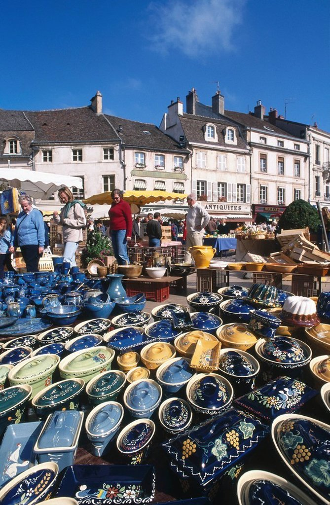 Ceramic pottery souvenirs in market, Place de la Halle, Beaune, Burgundy, France : Stock Photo