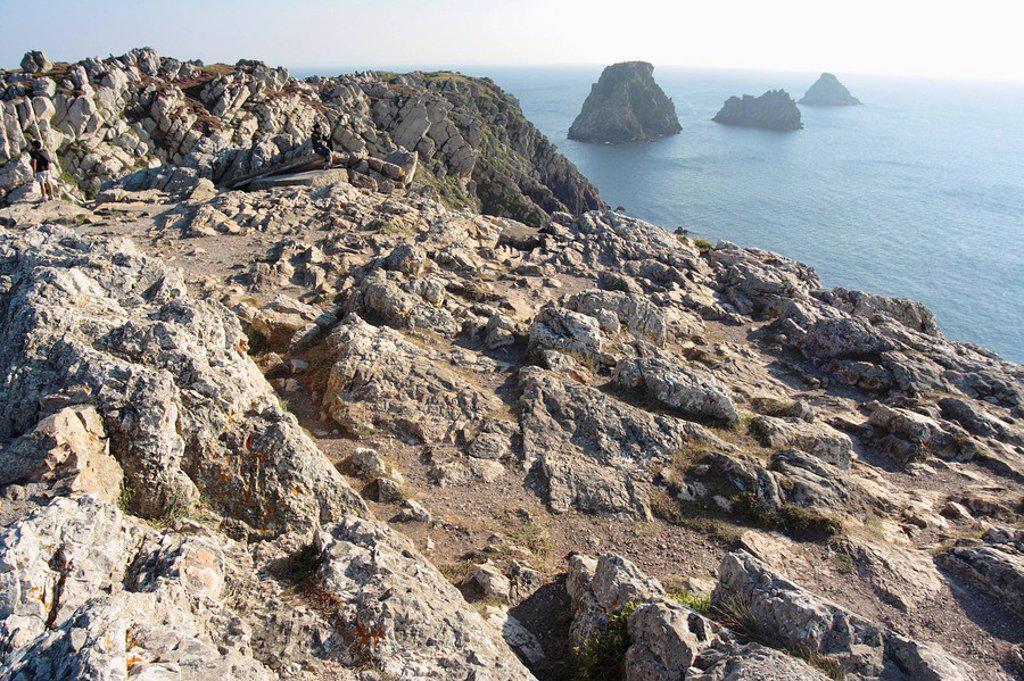 Rock formations at coast, Presqu´ile de Crozon, Finistere, Brittany, France : Stock Photo