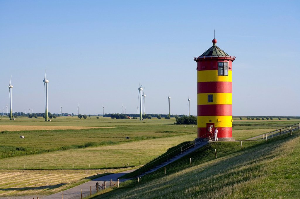 Stock Photo: 1841-17057 Two people standing in front of lighthouse, Pilsum, Lower Saxony, Germany