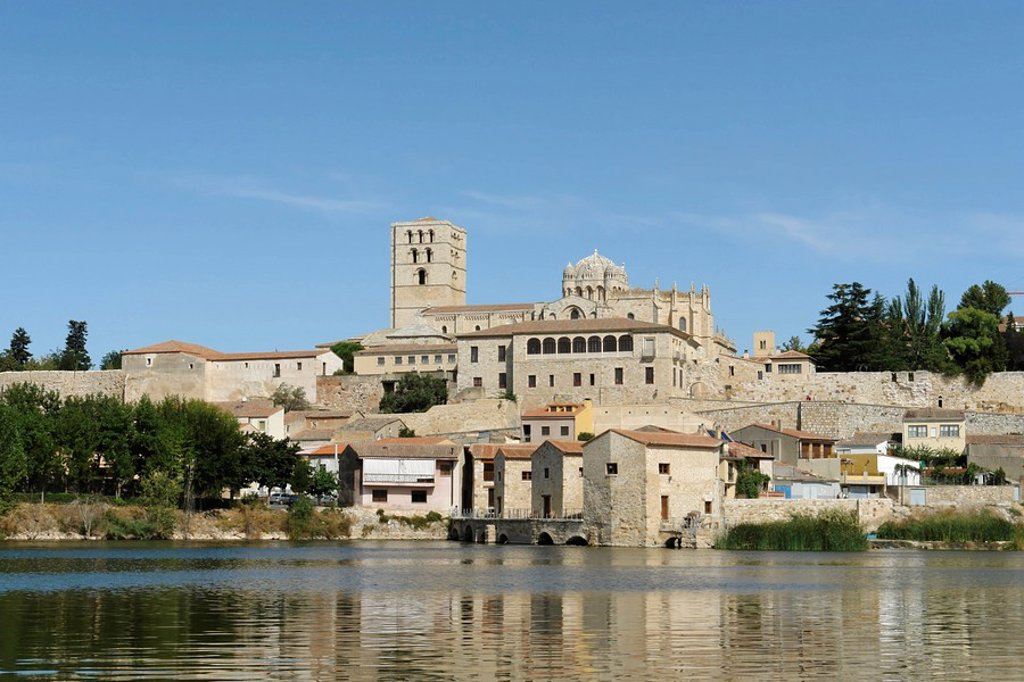 View of the oil mills and the old town of Zamora, Spain : Stock Photo