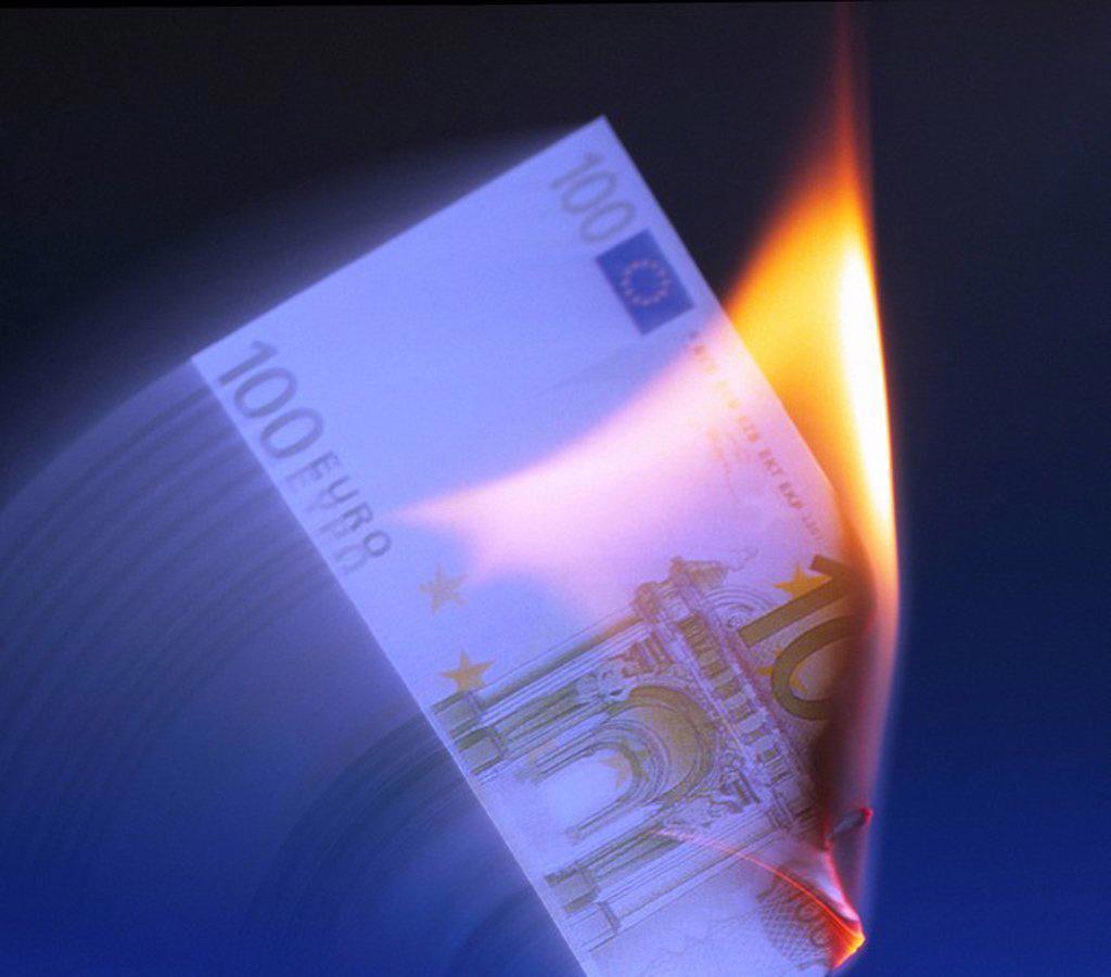 Close_up of burning one hundred euro banknote : Stock Photo