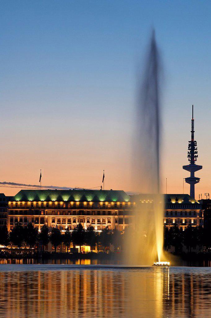 Stock Photo: 1841-21154 Fountain in lake, Hotel Vier Jahreszeiten, Heinrich_Hertz_Turm, Hamburg, Germany
