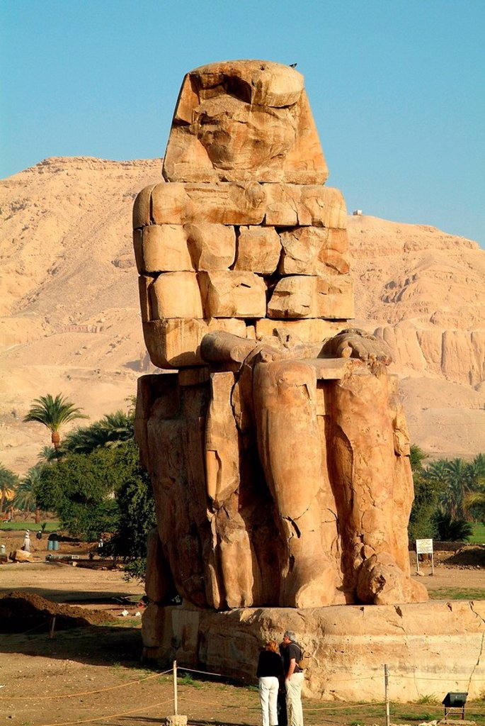 Tourists in front of a Colossus of Memnon, Luxor, Egypt : Stock Photo