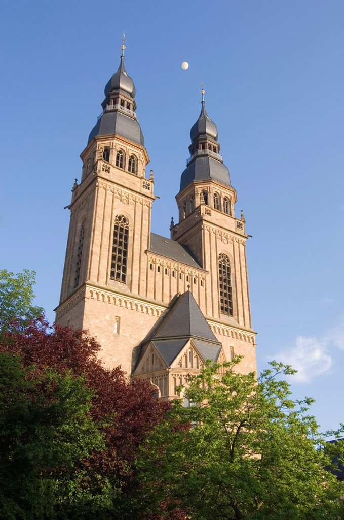 Stock Photo: 1841-29282 Low angle view of church, Speyer, Rhineland_Palatinate, Germany
