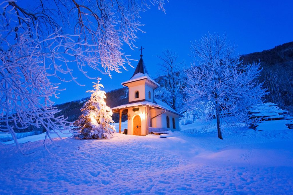 Stock Photo: 1841-29317 Chapel lit up on polar landscape, Elsbethen, Flachgau, Schwarzenbergkapelle, Austria