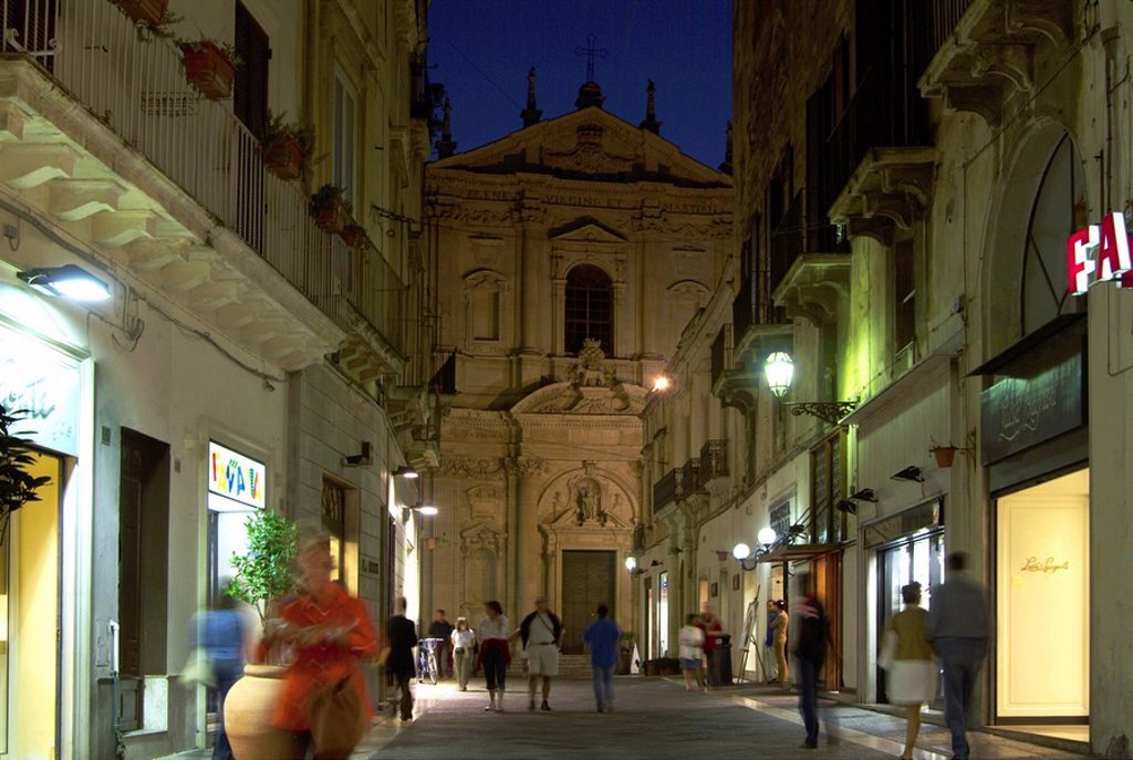 Tourists near church at night, Basilica Di Santa Croce, Lecce, Apulia, Italy : Stock Photo