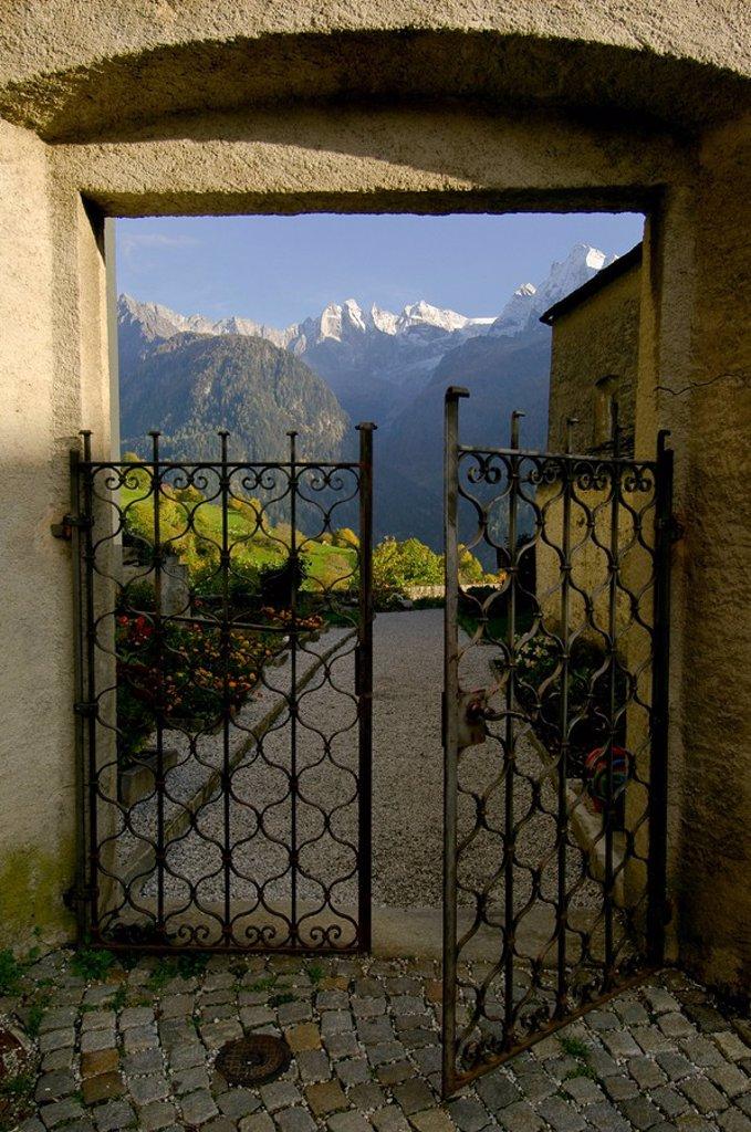 Stock Photo: 1841-3151 Europa, Schweiz, Graub¸nden, Soglio im Bergell, Val Bregaglia