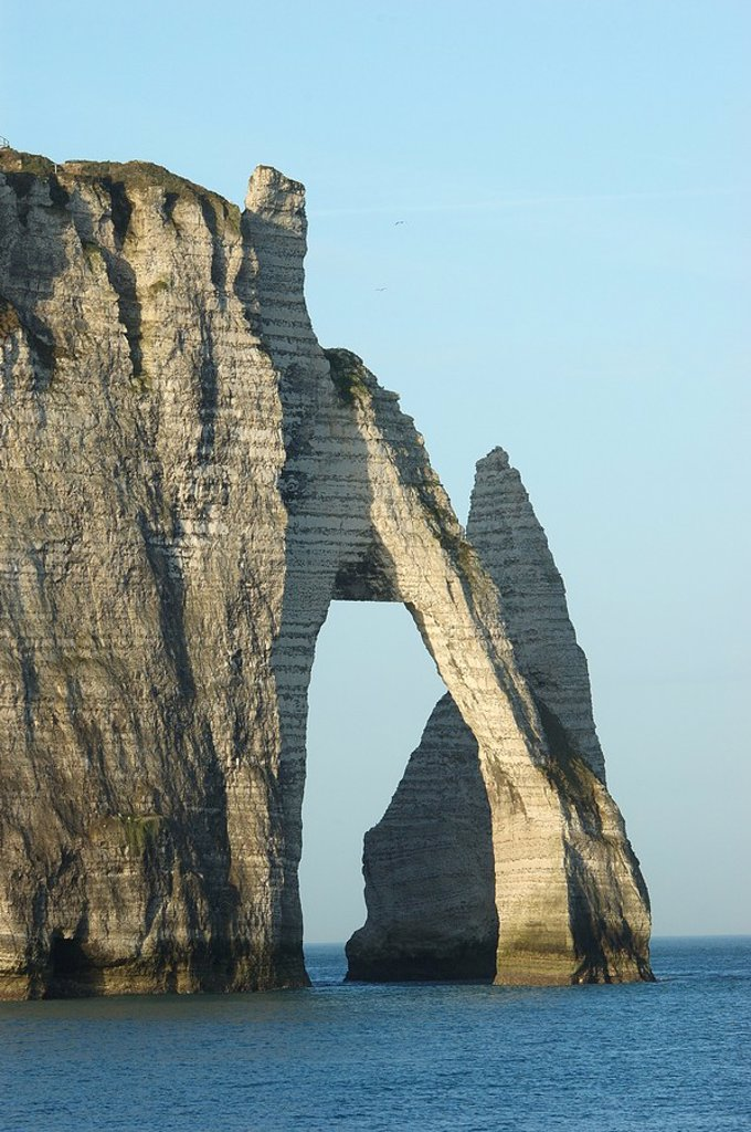 Natural arch in sea, Etretat, Seine_Maritime, Haute_Normandy, France : Stock Photo