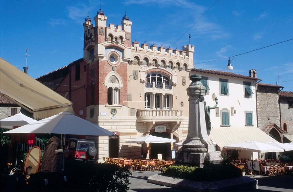 Stock Photo: 1841-34656 Outdoor cafe in town market, Montecatini Alto, Tuscany, Italy