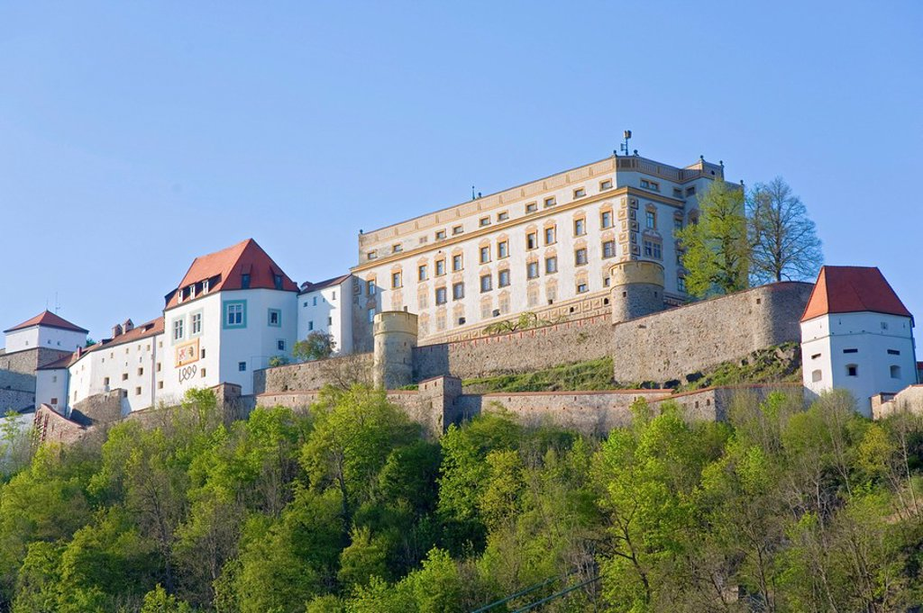 Stock Photo: 1841-40311 Low angle view of castle on hill, Veste Oberhaus, Passau, Bavaria, Germany