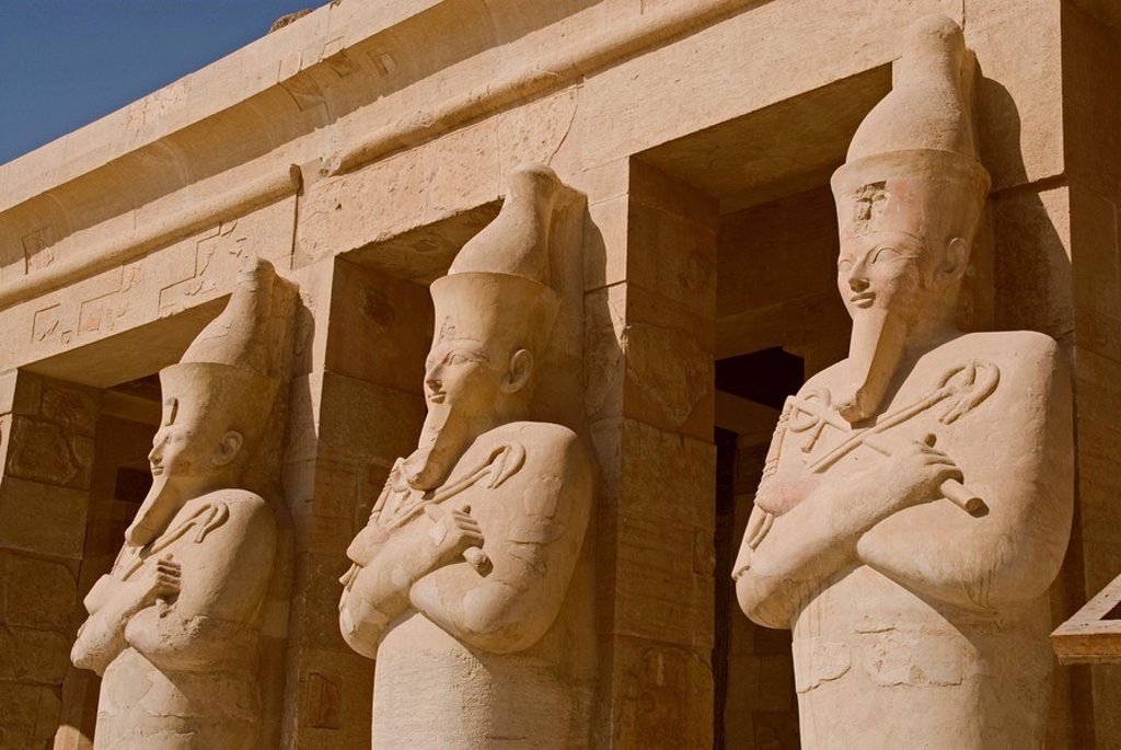 Stock Photo: 1841-49551 Statues at the pillars of the Temple of Hatshepsut, Luxor, Egypt