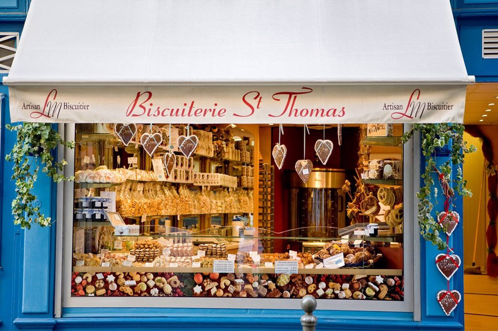 Shop window of a biscuiterie, Strasbourg, France : Stock Photo