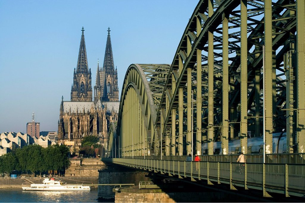 Bridge across river, Hohenzollern Bridge, Cologne Cathedral, Cologne, Rhineland, North Rhine_Westphalia, Germany : Stock Photo