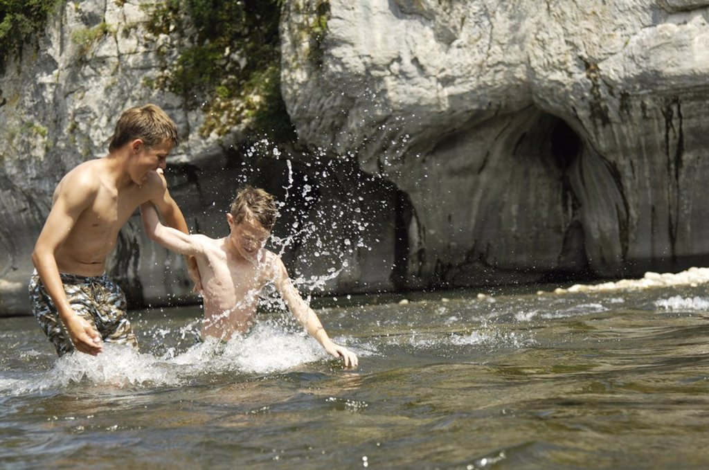 Stock Photo: 1841-51688 Two brothers playing in river