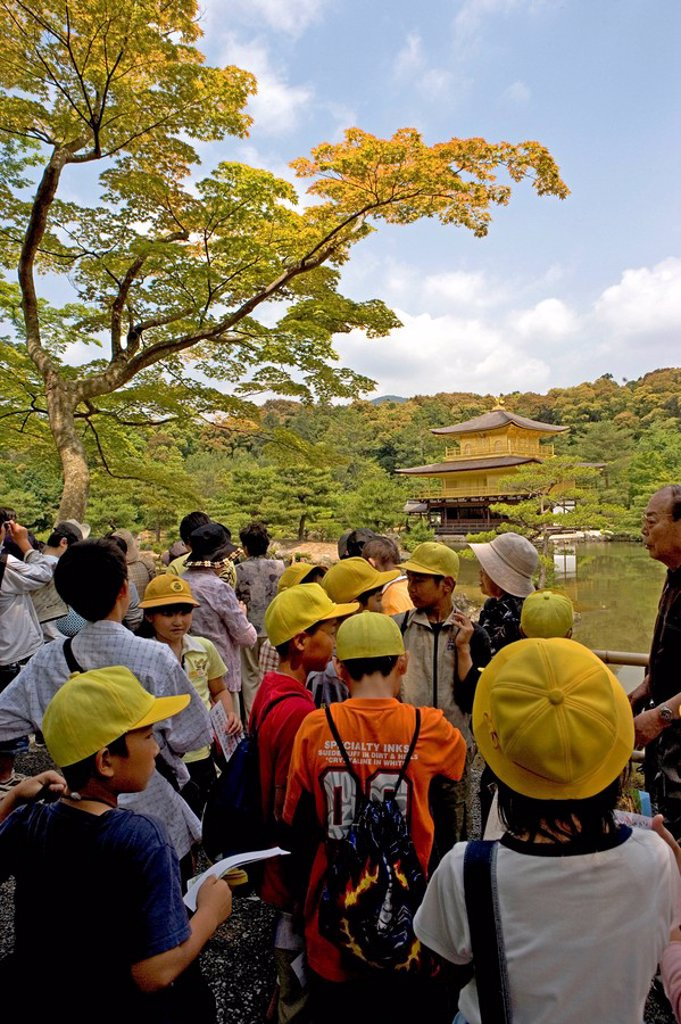 Tourists at Buddhist shrine, Kenninji Zen Temple, Kyoto, Japan : Stock Photo