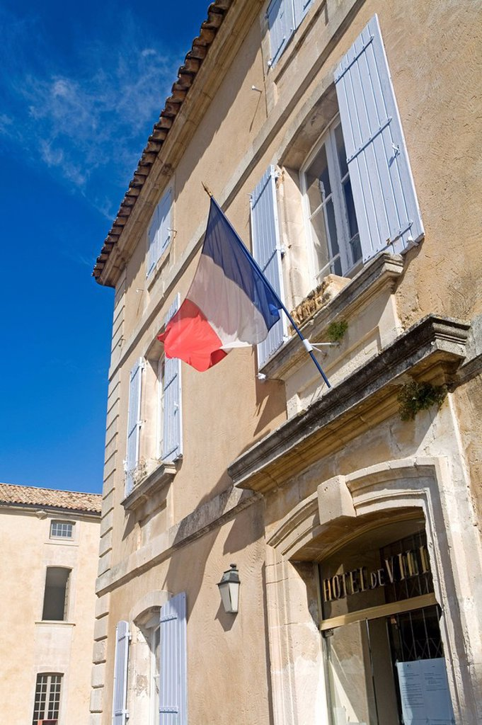 French flag in front of house, Menerbes, Luberon, Vaucluse, Provence_Alpes_Cote d´Azur, France : Stock Photo