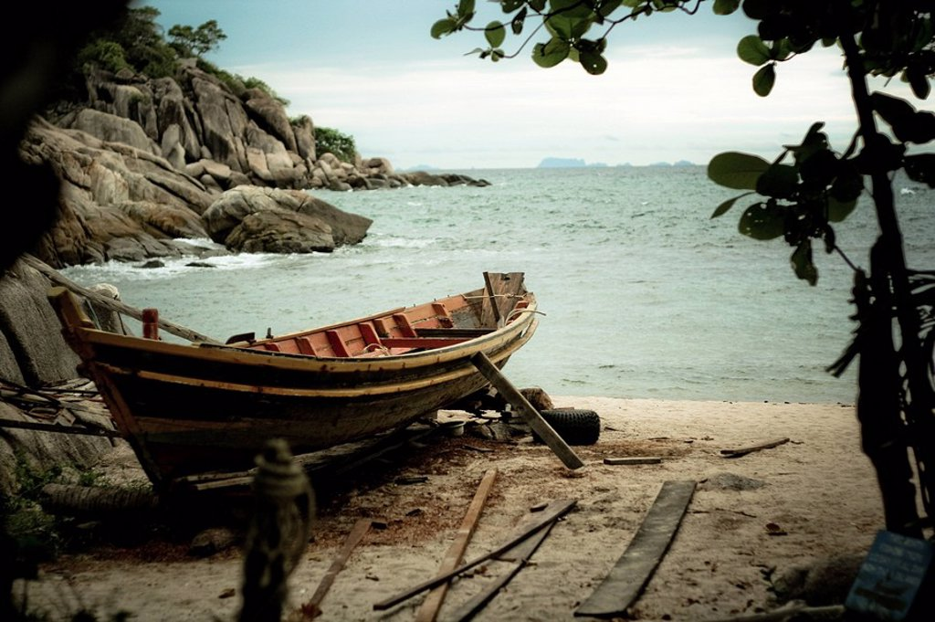 Boat on the coast of Ko Tao, Thailand : Stock Photo