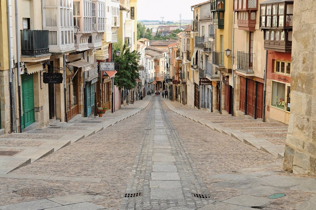 Alley in Zamora, Spain, elevated view : Stock Photo