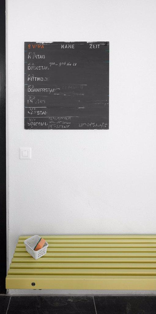 Tafel mit Wochenprogramm in einer Sauna : Stock Photo