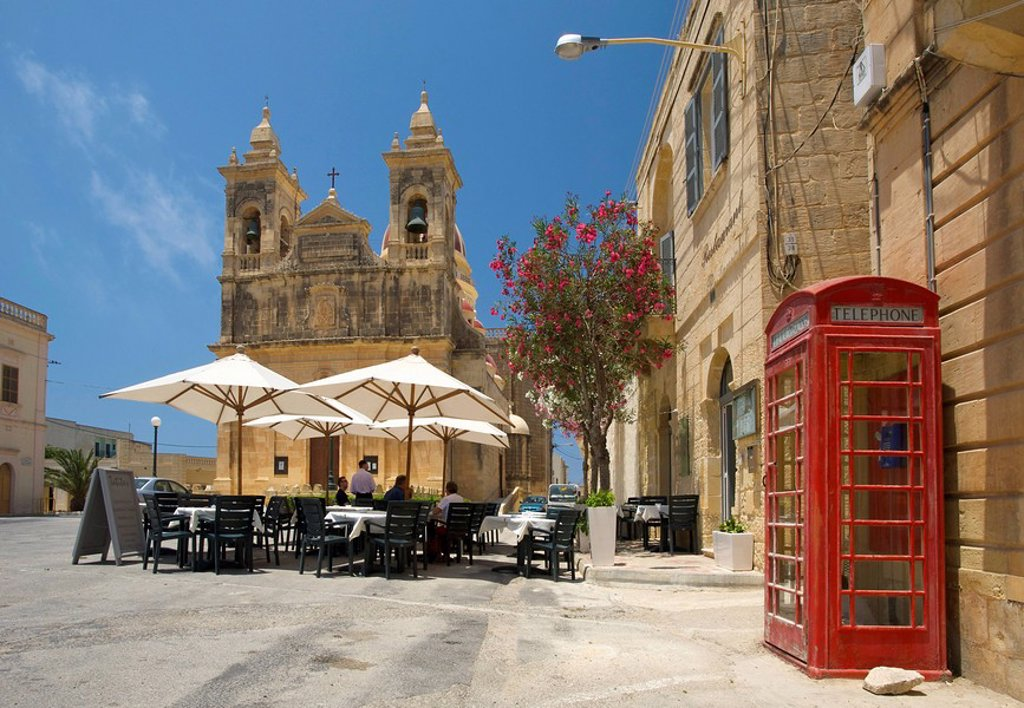 Street cafe and cathedral, San Lawrenz, Gozo, Malta : Stock Photo