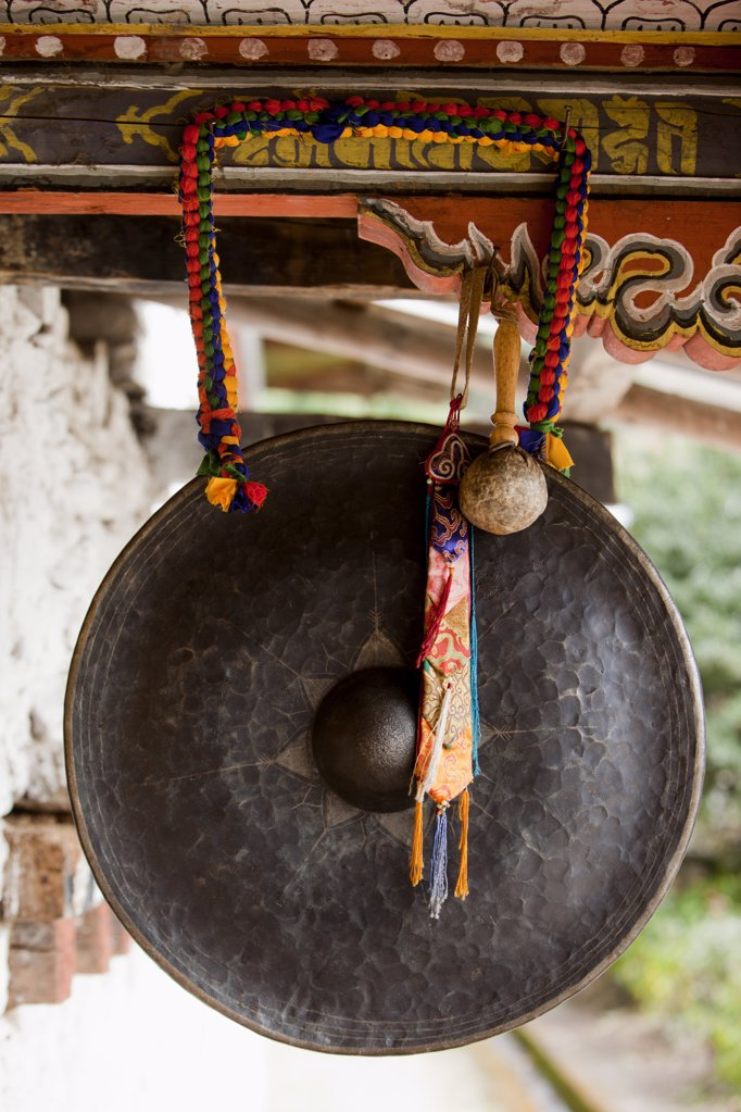 Stock Photo: 1841R-113814 Gong in the Tamshing Monastery, Bhutan