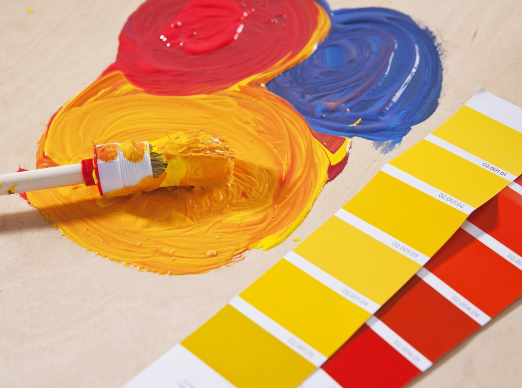 Stock Photo: 1841R-114104 Paint brush color samples