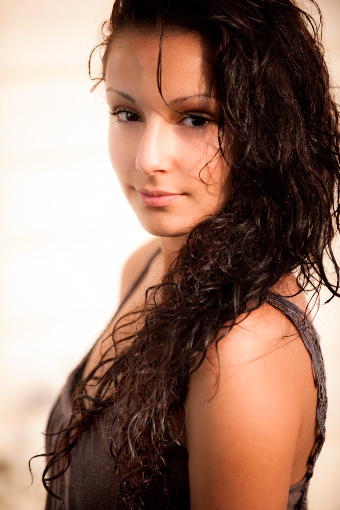 Attraktive young woman, portrait : Stock Photo
