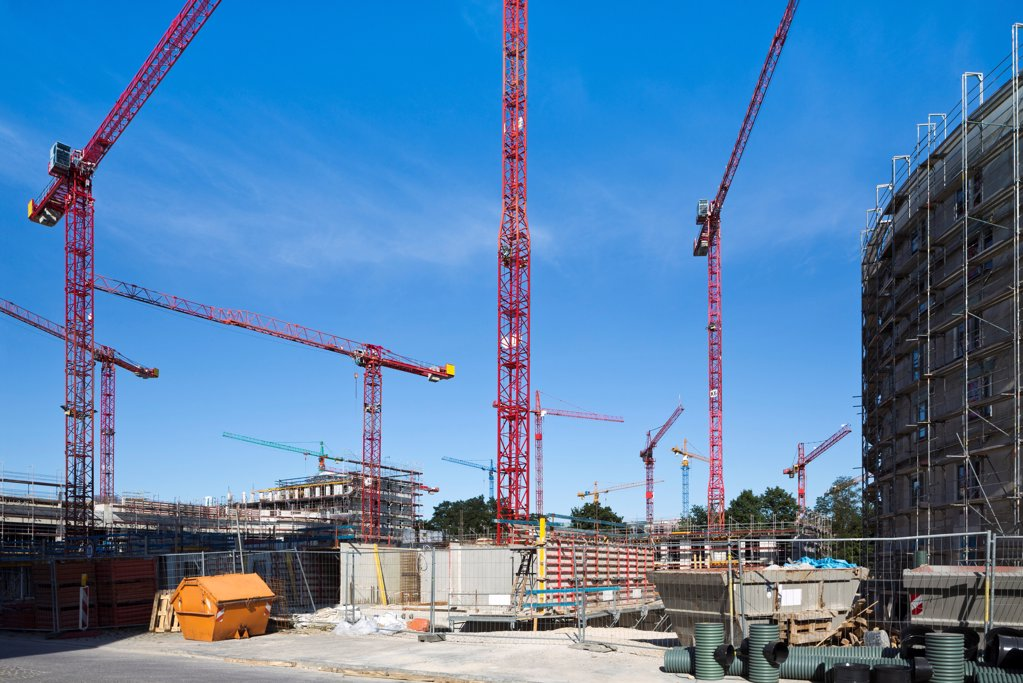 Stock Photo: 1841R-124910 Cranes on a construction site