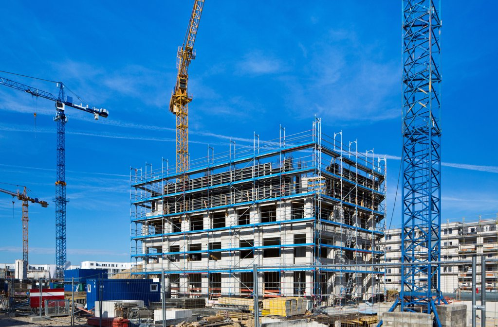 Stock Photo: 1841R-124914 Cranes on a construction site