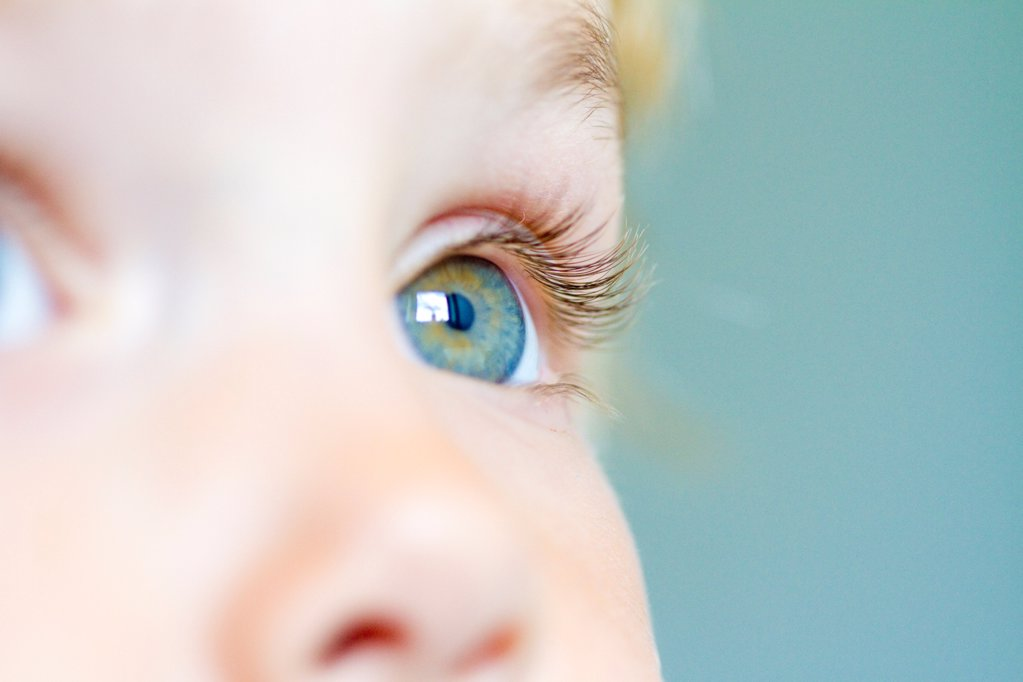 Stock Photo: 1841R-124920 Eye of a little girl, close-up
