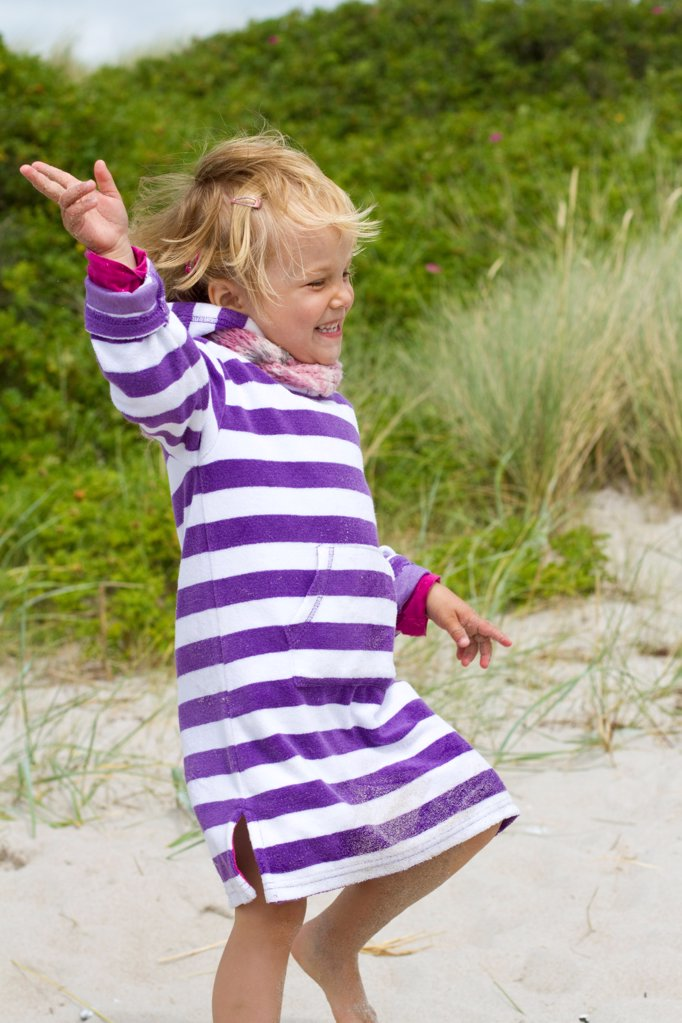 Stock Photo: 1841R-124929 Happy girl on the beach