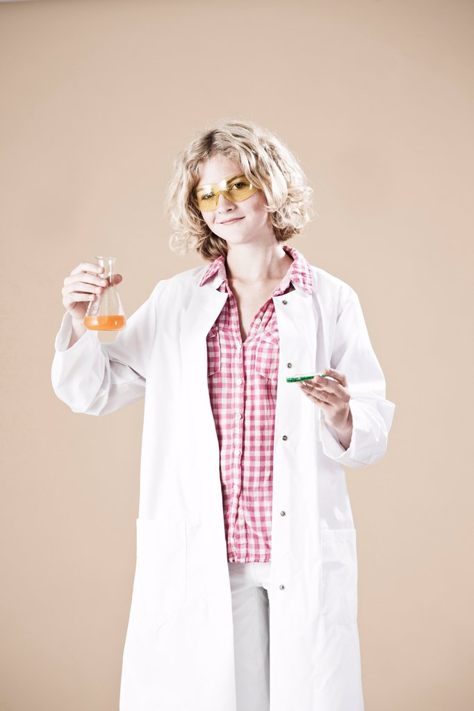 Stock Photo: 1841R-124953 Teenage girl with petri dish and lab coat