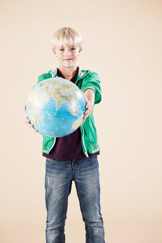 Stock Photo: 1841R-124977 Blond boy with globe