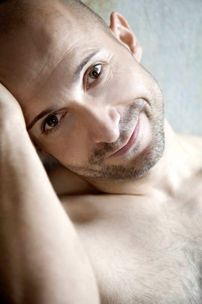 Stock Photo: 1841R-125084 Barechested man with designer stubbles, portrait