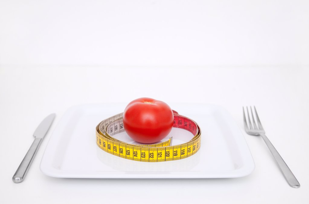 Stock Photo: 1841R-125093 Plate with tomato and tape measure