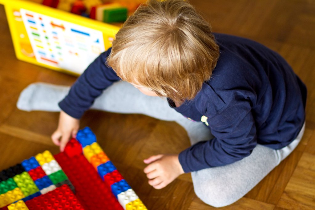 Stock Photo: 1841R-125144 Girl playing with building blocks