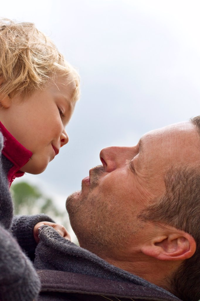 Stock Photo: 1841R-125148 Girl kissing dad