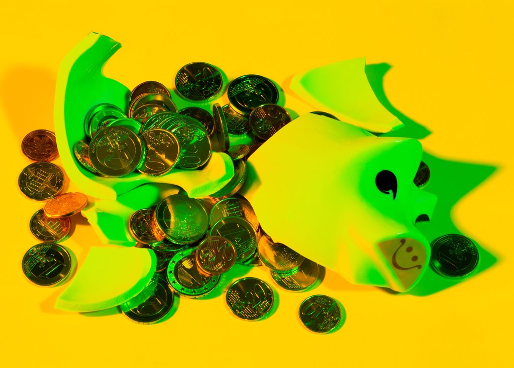 Stock Photo: 1841R-125153 Broken Piggy bank with scattered coins