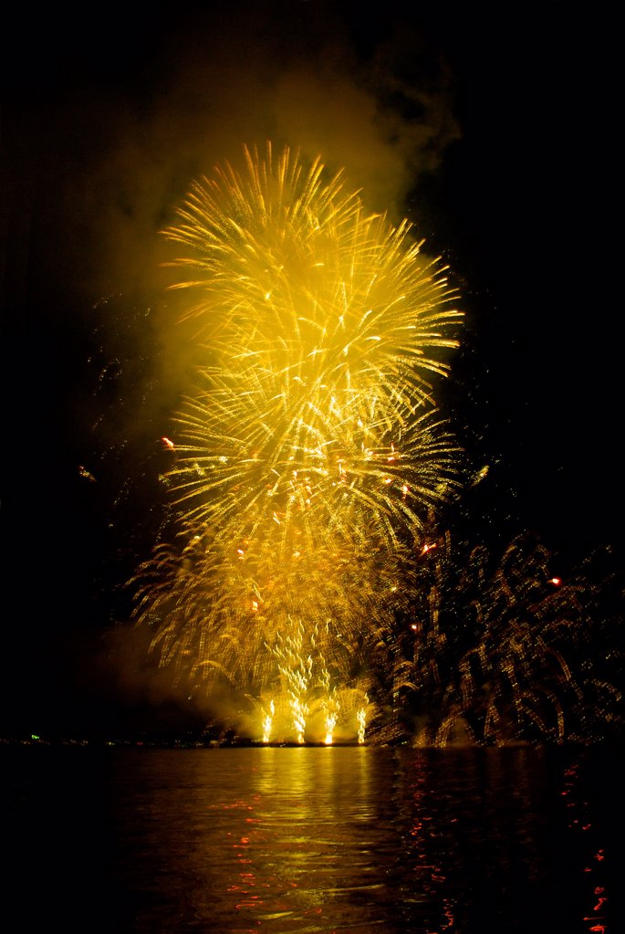 Stock Photo: 1841R-125211 Firework display over water