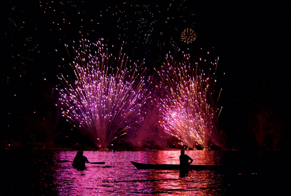 Stock Photo: 1841R-125218 Firework display over water