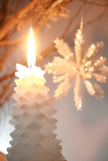 Stock Photo: 1841R-88705 Close-up of burning candle