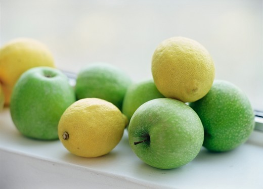 Stock Photo: 1841R-89769 Close-up of lemons with apples