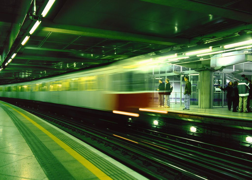 Blurred view of train leaving station : Stock Photo