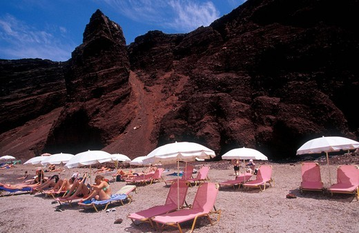 Stock Photo: 1844-4811 Red beach, tourists relaxing on chaises longues , Santorini, Cyclades, Greece