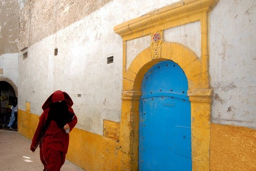 Old ghetto, Muslim woman walking, Essaouira, Morocco, Africa : Stock Photo