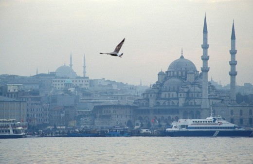 Stock Photo: 1844-7624 A view over the Golden Horn to Yeni Cami Mosque, Eminonu, Istanbul, Istanbul, Turkey, Middle East ,