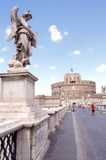One of Bernini´s angels on the Ponte Sant´ Angelo bridge, leading to Castel Sant´ Angelo, Rome, Italy, Rome, Italy, Europe : Stock Photo