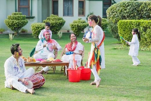 Stock Photo: 1846-10774 Family celebrating Holi