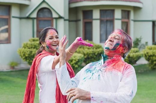 Stock Photo: 1846-10810 Couple celebrating Holi